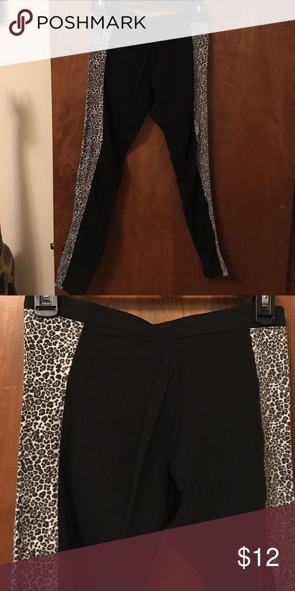 VS cheetah leggings Lightly worn leggings.. great condition Victoria's Secret Pants Leggings