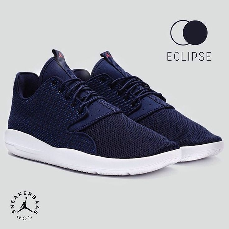 #jumpman #23 #airjordan #eclipse #airjordaneclipse #sneakerbaas #baasbovenbaas  Air Jordan Eclipse - The Air Jordan Eclipse proves that even a simple colorway can make a sneaker special, the Midnight Navy upper creates a perfect contrast with the cocaine-white midsole.  Now online available | Priced at 109.95 EU | Men Sizes 40-45 EU