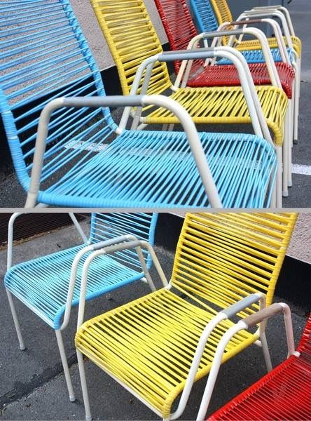 Zulke stoelen stonden vaak bij vakantiehuisjes, je velletje zat er nogal eens tussen wanneer je een korte broek aan had