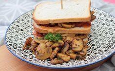 Met de Pure Specerijenmix 'Colombo' van Verstegen maakte ik dit heerlijke lunchgerecht! Ingrediënten (voor 4 personen): 12 sneden wit brood 500 gram champignons 600 gram kipfilet 100 gr…