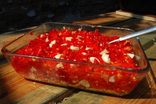 Aziatisch koken: zelf pittige Thaise Sriracha-saus maken - Culy.nl