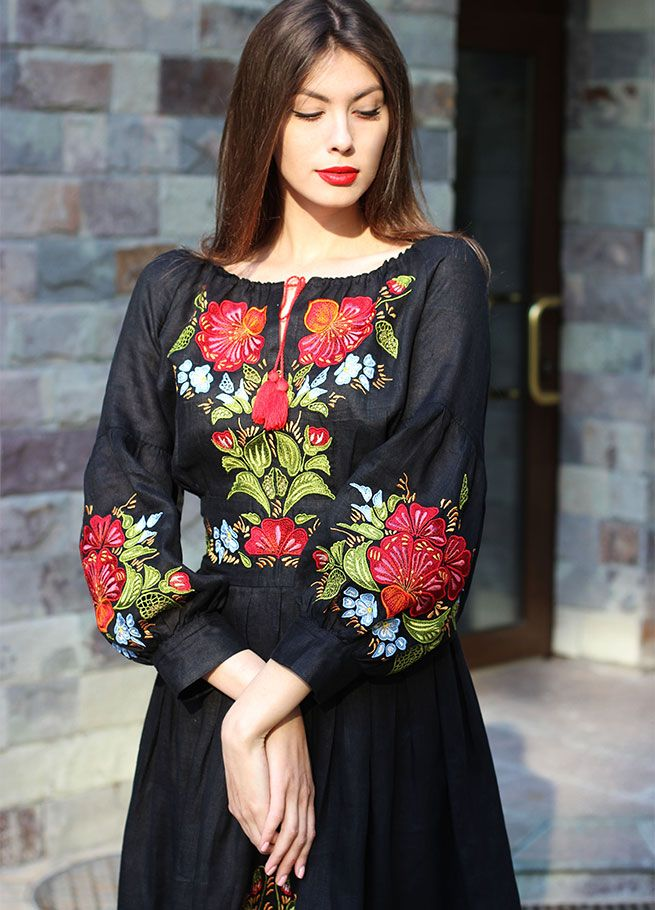Платья с вышивкой розы