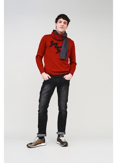 For an alternative to your usual wool sweater, pick up SUN68's latest take on the winter classic. Wear this red sweater with sewn-on sponge detailing over a pair of dark skinny jeans. #SUN68 #SUN68FW16 #FW16 #uomo #man #fashion #cool #mood #winter #fall #newcollection #moda #outfit #shopping #beauty #boy #sweater #scarf #trousers