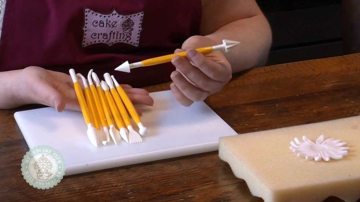 In this video, Katie runs through the various uses for the 16-piece modelling tools set on offer in this month's My Cupcake Club.