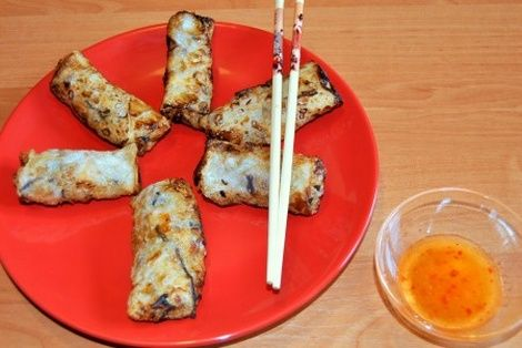 Sajgonki z Kurczakiem to chyba najbardziej popularna i najsmaczniejsza potrawa kuchni Wietnamskiej. Nazwa sajgonki pochodzi od stolicy Sajgon