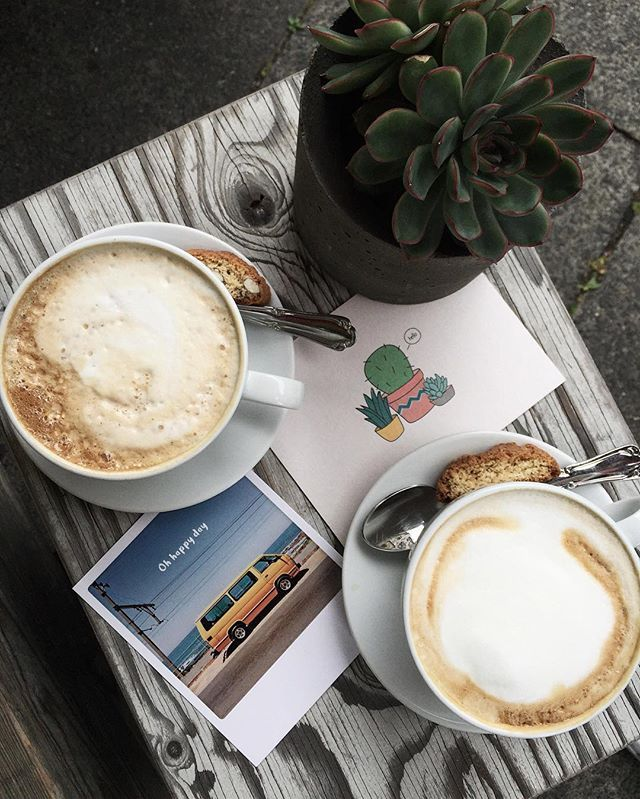 •coffee is the best model.  Это история о среде, которая претендовала на звание маленькой пятницы🌚  Тестить матча-капучино, бродить по студенческому райончику, фотографировать причудливую архитектуру, покупать крафтовые открытки, чтоб отправить друзьям в посылочке или повесить на стену, исследовать Голландские магазинчики и только-что открывшиеся кофешопы, жевать съедобную бумагу и чили-ириски, обсуждать Инстаграм и делиться сокровенным.  Энивей, у каждого должна быть своя @alisa__k…