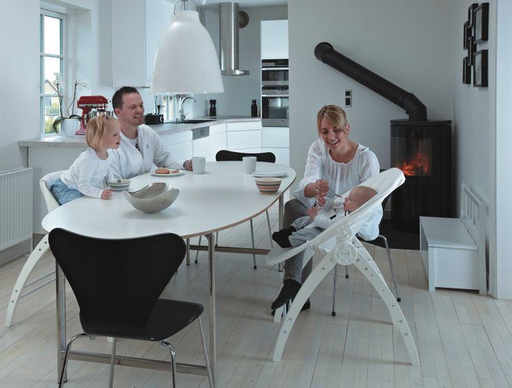 Angel to innowacyjny produkt 3w1. Wykorzystując jedną podstawę w zależności od wieku dziecka uzyskasz łóżeczko, leżaczek i krzesełko do karmienia. więcej na http://www.blog.babymama.pl/.