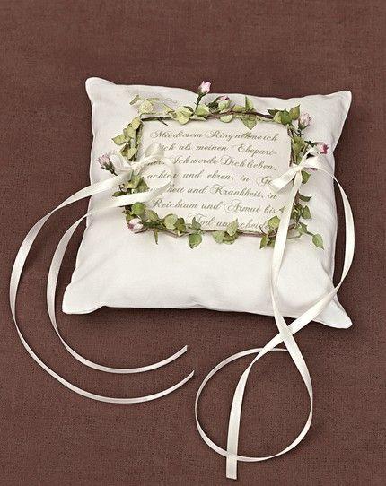 Ringkissen mit Blütenranke - weddingstyle.de