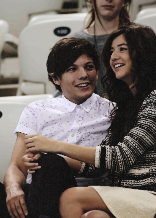 #elounor Look at the way he looks at you! That is pure love! I want you two to get married! Cutest couple ever Eleanor + Louis !!! @Eleanor Smith Calder