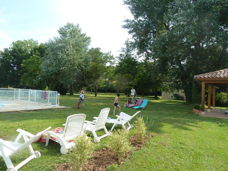 espace piscine près des chambres d'hôtes et gîtes (location vacances) à Montayral   www.lafermedemyriam.com/tarifs