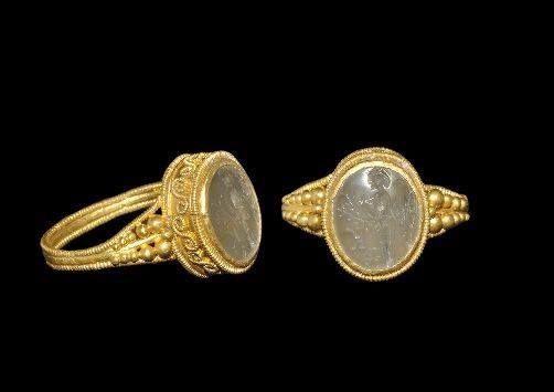 Roman Gold Finger Ring with Minerva Intaglio, 1st century BC-2nd century AD. Roma altın yüzük parmağı Minerva Intaglio, 1. yüzyıl BC-2. yüzyıl