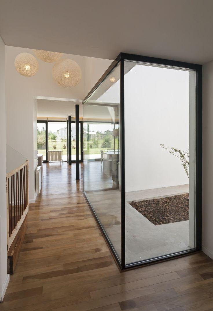 Diseño de pasadizo y tragaluz de casa de dos pisos