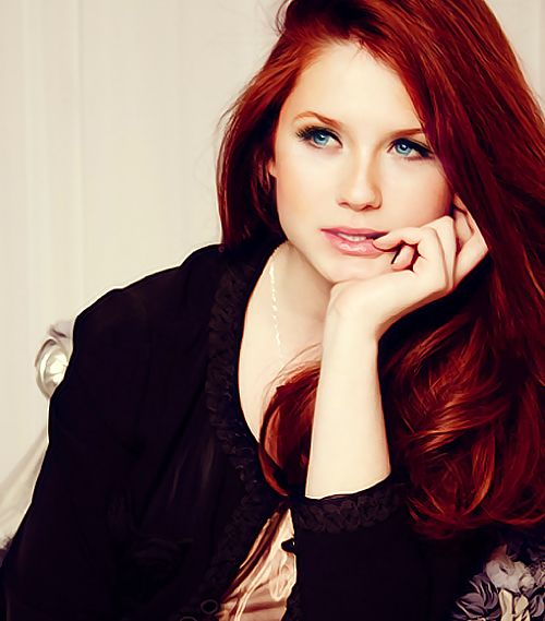 Bonnie Wright AKA Ginny Weasley! Love this red hair!