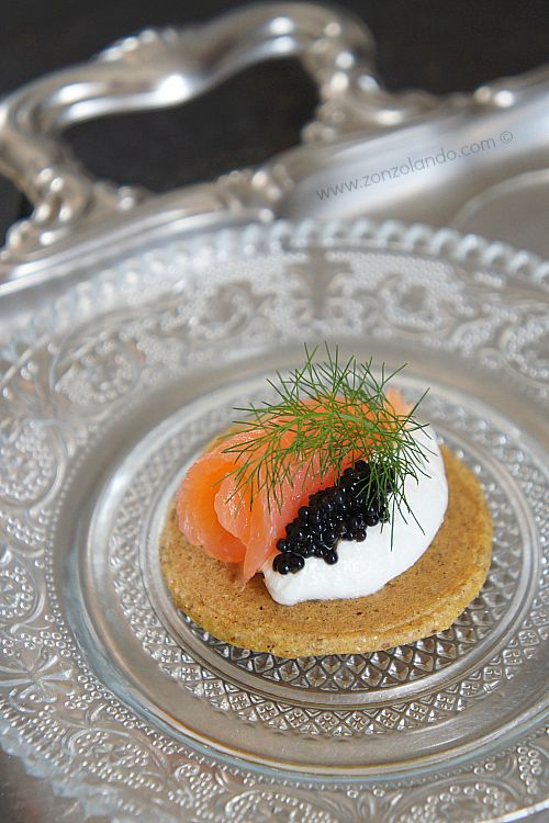 Bliny con salmone affumicato in versione finger food - Smoked salmon blinis finger food | From Zonzolando.com