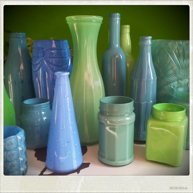 DIY painted vases | dyeing vases with acrylic paint | Flaschen färben | Auf Mimi unleashed gibt es eine schöne Anleitung zum Färben von Vasen, Flaschen und Gläsern mit Acrylfarbe.