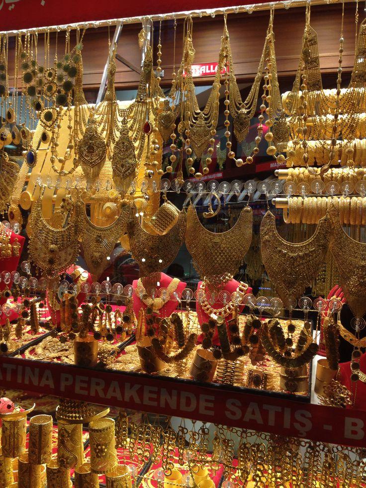Istanbul Bazaar - gold jewellery