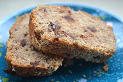 boeddhamum glutenfree: Banana bread with dates - Bananenbrood met dadels (GF)