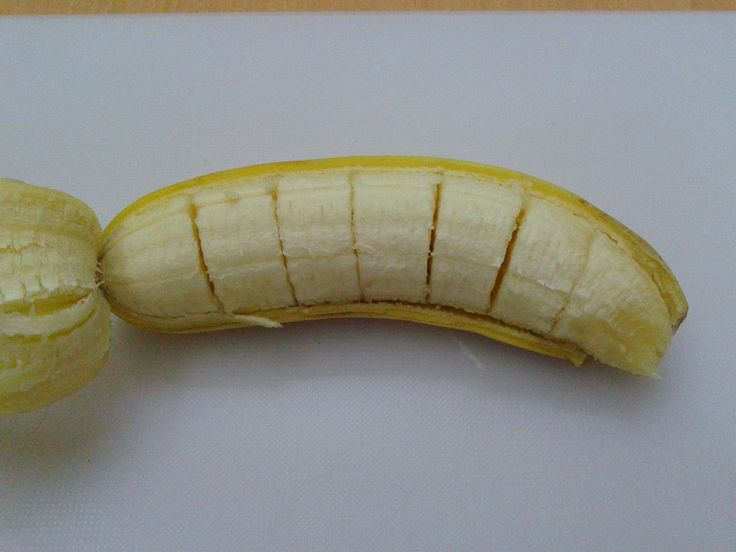 how to cut a banana without peeling it