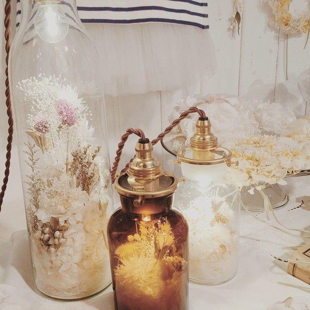 フラワーライトボトルは式場を華やかにしてくれます♪  お部屋のインテリアにも素敵です💡 #msoeur #エムスール #wedding #照明