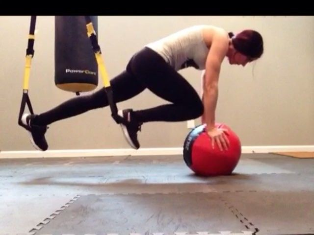 A variation to yesterday's #workoutwednesday TRX ab post. Try it with a less dense med ball that rolls more. You will REALLY feel the intensity this way as the surface is much more unstable. Enjoy #fitfriends! #TRX #trxtraining #abs #core #abworkout #personaltrainer #shredded #aesthetics #bodybuilding #sixpackabs #fitlife #instafit #sportsfreak #girlswithmuscle #gymlife #gymflow #training #strong #fitfam #motivation #workout #goals #fitspo #maxmuscle #utahfitspo