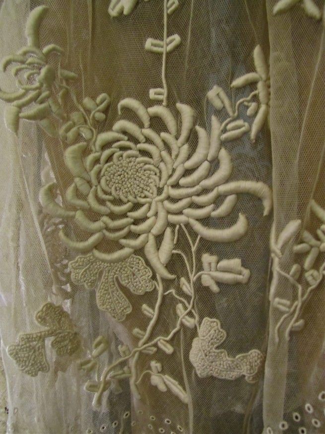 What is this kind of lace called? anybody? I've been trying to track the name down for ages.