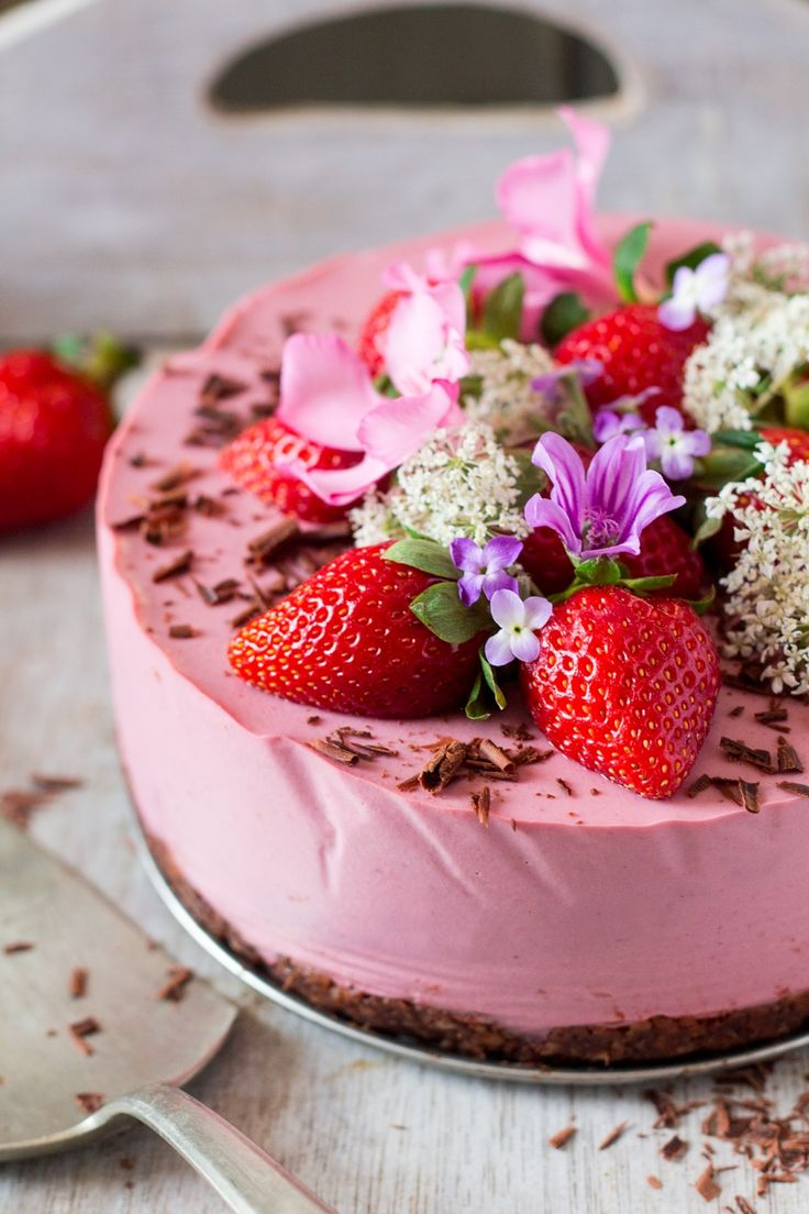 Vegan strawberry cheesecake (oil-free) - Lazy Cat Kitchen