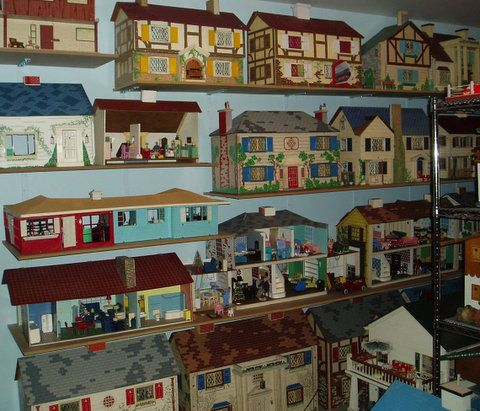 Vintage tin, metal lithograph dollhouse collection. OMG.