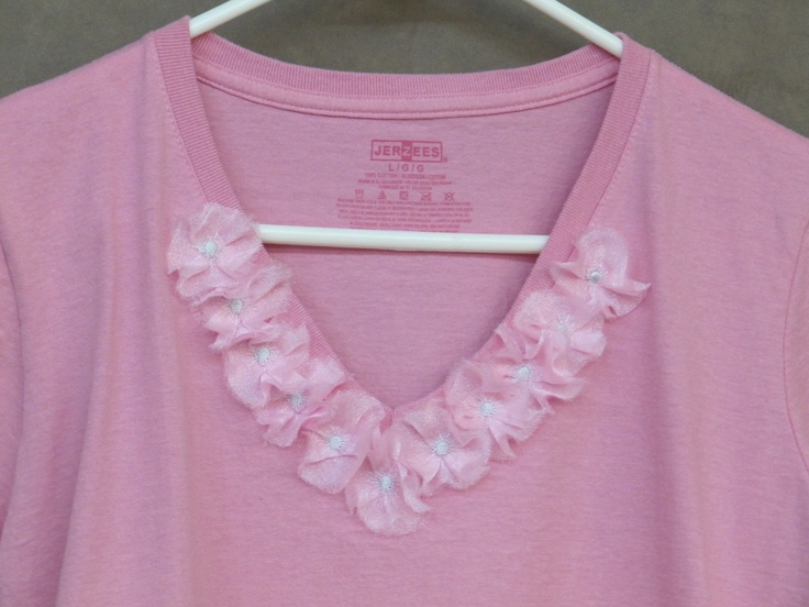Create fun 3D organza flowers on your shirt with the help of an embroidery machine.