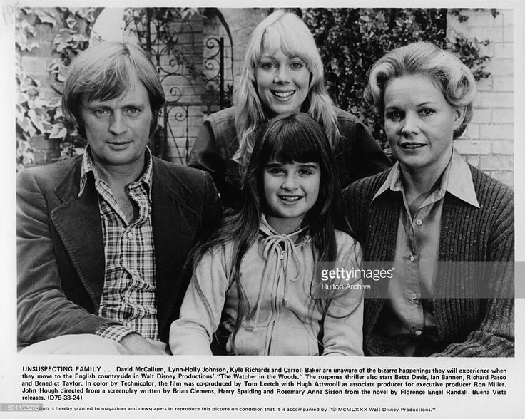David McCallum, Lynn-Holly Johnson, Kyle Richards and Carroll Baker pose as the Curtis family for the Walt Disney movie 'The Watcher in the Woods' circa 1979.