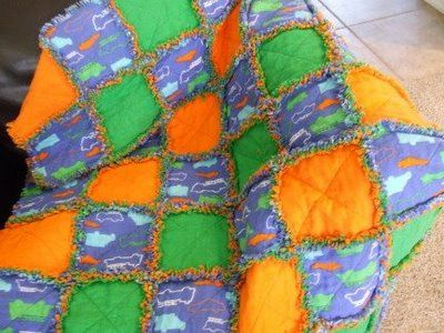 How to make a rag quilt - CafeMom: Rag Quilts Tutorials, Sewing, Apples Orchards, Rag Quilt Tutorials, Fabulous Tutorials, Green Apples, Photo Tutorials, Baby Boys Rag Quilts, Easiest Quilts