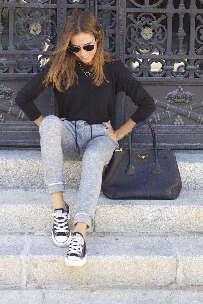 Camiseta/tee: Zara. Pantalones/pants: Eleven Paris. Sneakers: Converse. Bolso/bag: Prada. Joyas/jewels: Singularu. Reloj/watch: Bering. Gafas de sol/sunnies: Dior.