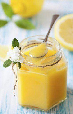Güzel ve değişik bir tarif daha. Limonlu muhallebi çok zengin bir tat. Güzel kokulu. Tatlı ve ekşi bir arada. Krep ve börek çeşitleri ile birlikte kullanab
