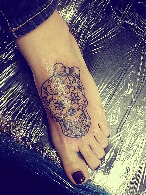 Sweet little sugar skull I don't want one on my foot but this is sweet.
