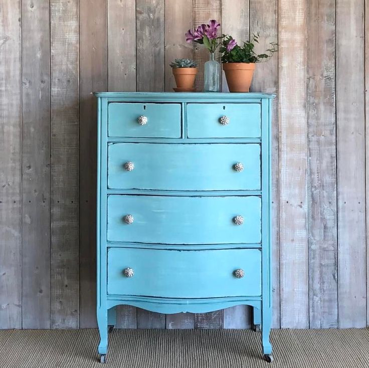Provence Chalk Paint® adds a beachy coastal vibe to this small dresser. Bright and fun project by Paint Me Twice.