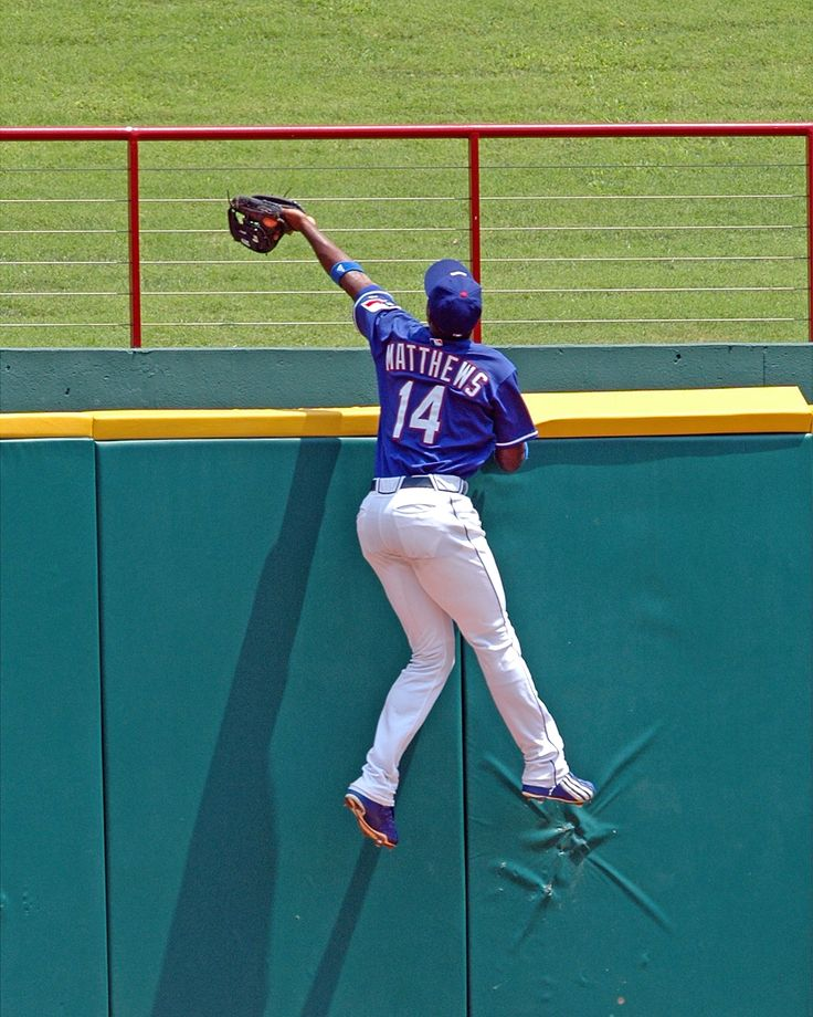#RangersTBT to one of the greatest catches you'll EVER see.