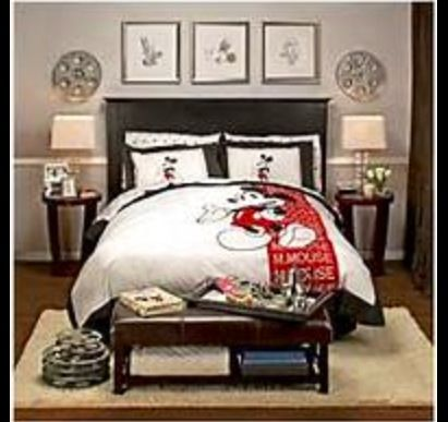 adult and teen disney themed room includes bedspread pictures rh pinterest com
