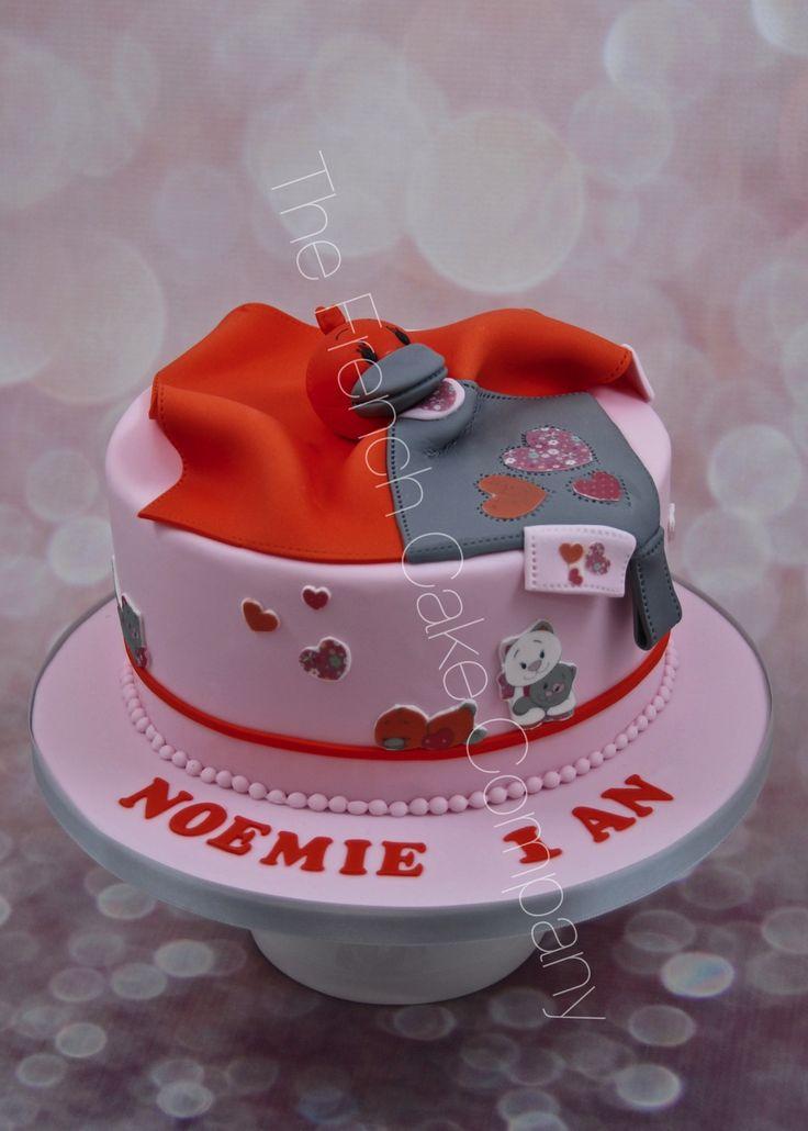 Babette le caneton de chez Noukies est le doudou préférée de Noémie, donc parfait pour son 1er gâteau d'anniversaire Babette the little duck from Noukies is Noémie's favorite soft toy so it was very logical to have it on her 1st birthday cake :-)