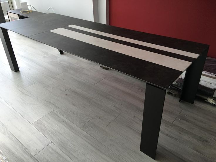 Fully extended TAVOLE ceramic top table. Dining table with smooth and easy to deploy extensions and securing it with locks under the table. Table can be extended in 2 sizes. Delivered to our client in London.