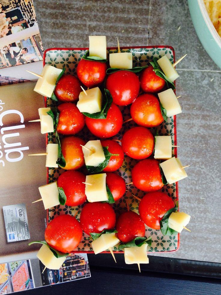 Pinches caprese - caprese brochette - albahaca, tomate y muzzarella