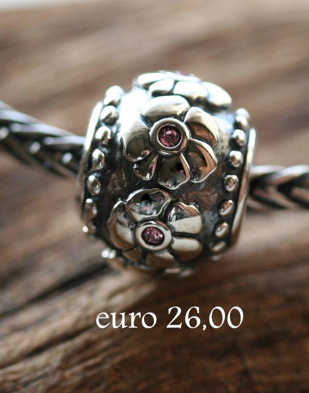 Zilveren bedel bloem. Prachtige zilveren bedels bij TYNO Juwelier. Kijk ook op onze website. Regelmatig nieuwe zilveren bedels bij TYNO Juwelier