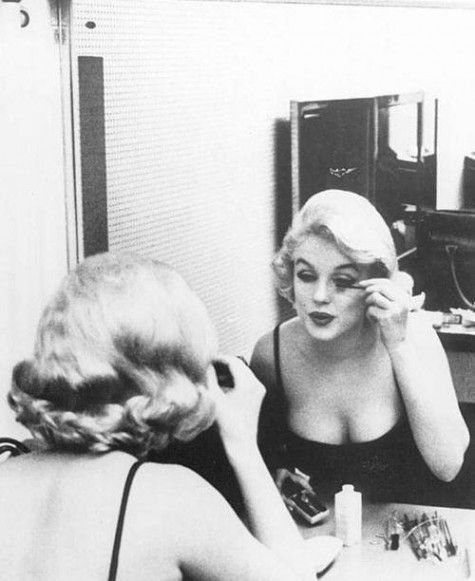 Marilyn putting on makeup