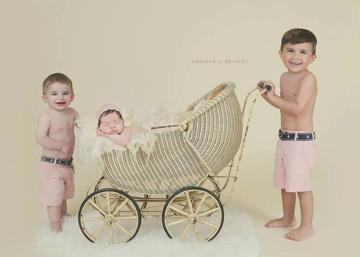 {newborns} With love: parents and siblings