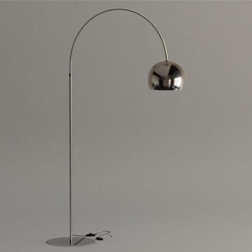 lámpara de pie arco cromada. $1800