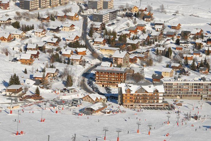La Toussuire est directement reliée au domaine des Sybelles (310 km de pistes reliant Le Corbier, St Sorlin d'Arves, St Jean d'Arves, etc). Il constitue le 4ème domaine skiable en France.