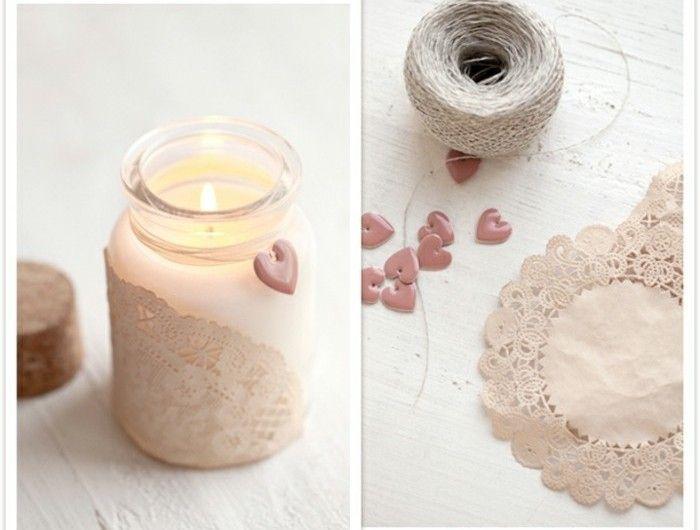1que-faire-avec-des-pots-de-yaourt-en-verre-matériaux-nécessaire-dentelle-ficelle-coeurs-plastiques-bougeoir