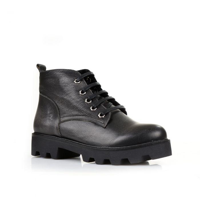 Shoes Market Зимние черные ботинки на грубой подошве без лишних украшений от Shoes Market