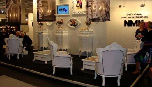 Stand New My Kits op ISM beurs in Keulen met witte Barok meubelen