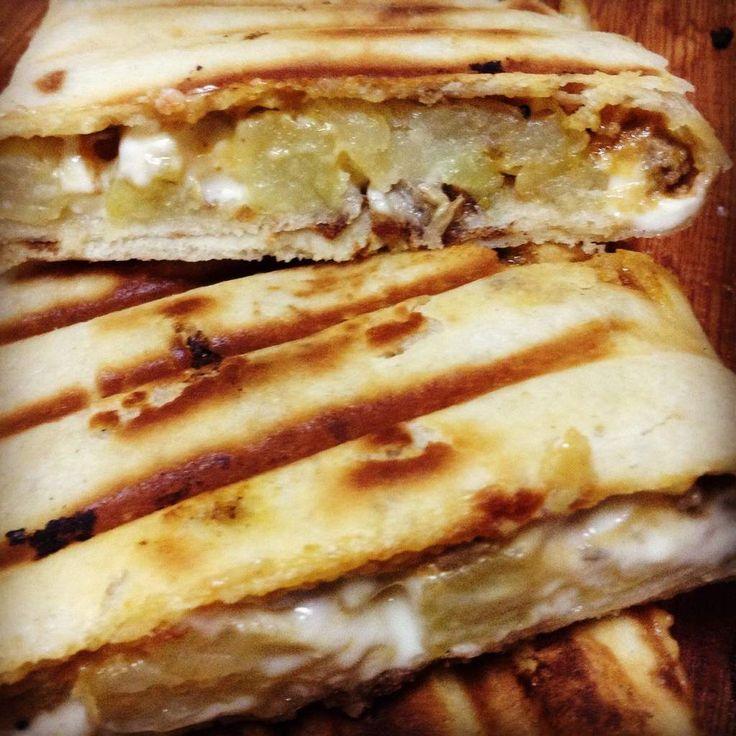 Tacos lyonnais Essalamou alaikoum ..bonjour .. Après avoir partager la recette des tortillas et comme promis aujourd'hui on va les farcir ,a vrai dire j'ai découvert la recette chez une de les amies sur FB ,il...
