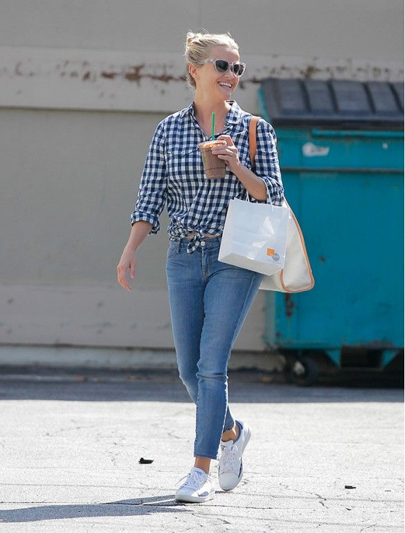 5-Second Style Tips Celebrities Swear By via @WhoWhatWear