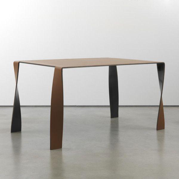 Tavolo di design in cuoio e ferro di dima art design - Interior designer famosi ...